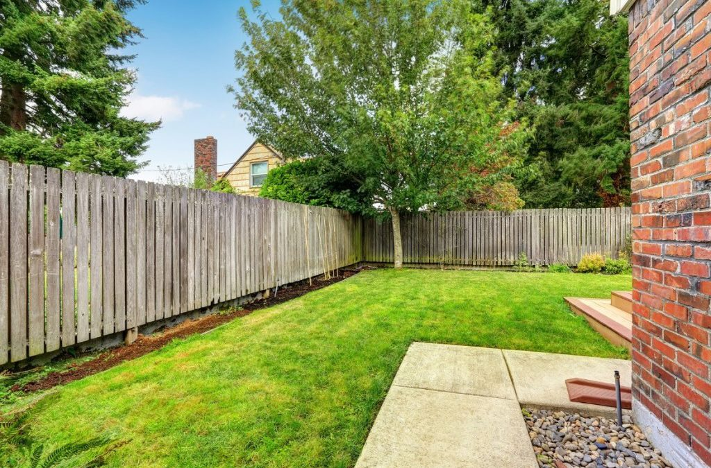 WANT TO HIRE PROS FROM A FENCE COMPANY? BENEFITS OF INSTALLING A FENCE